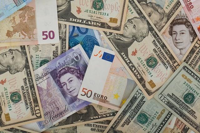 تداول في سوق صرف العملات